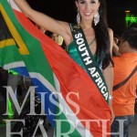 Tamerin-Jardine,-Miss-Earth-South-Africa-proudly-flying-the-South-African-flag-at-the-Miss-Earth-2012-Gala-Event-in-Manila,-Philippines